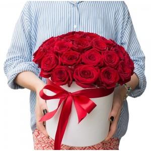 29 Червени рози в бяла кутия