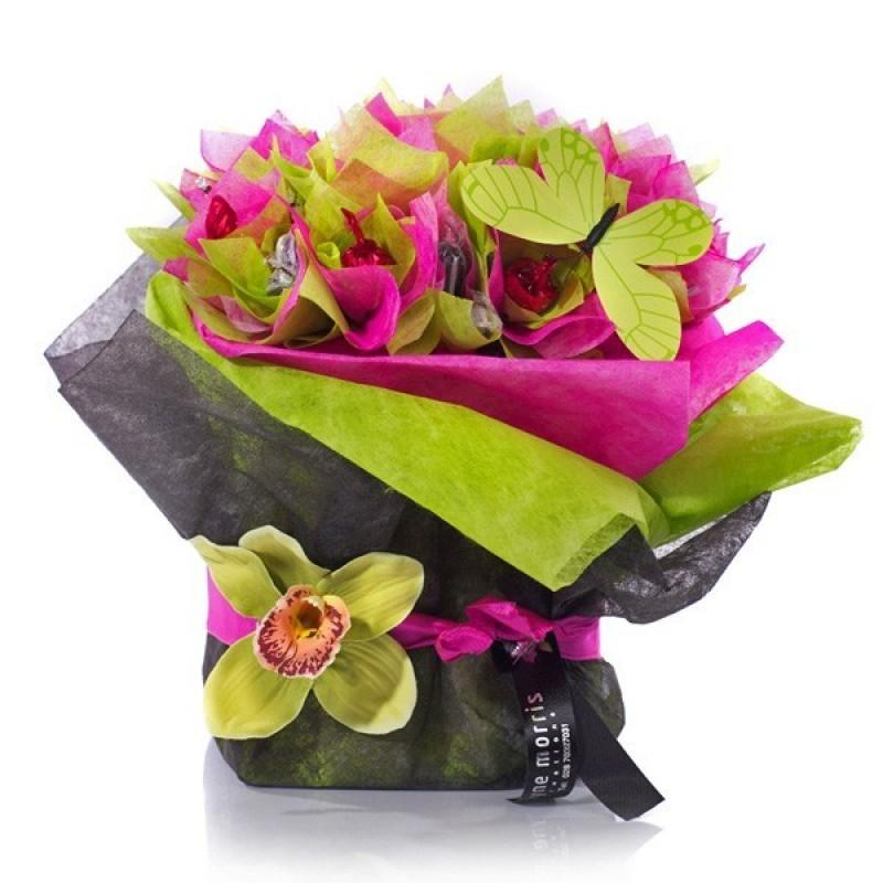 Букет бонбони в розово, зелено и орхидеи