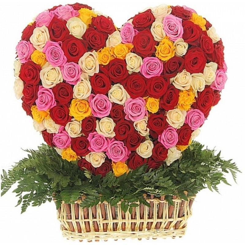 Кошница от 201 пъстри рози във форма на сърце