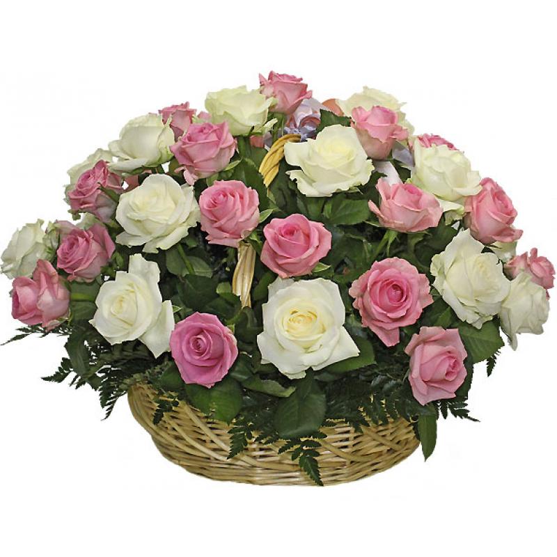 Кошница от 35 розови и бели рози и зеленина