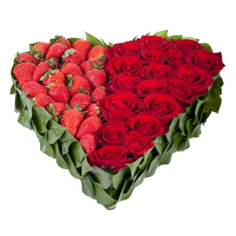 Сърце от 19 Червени Рози и Ягоди